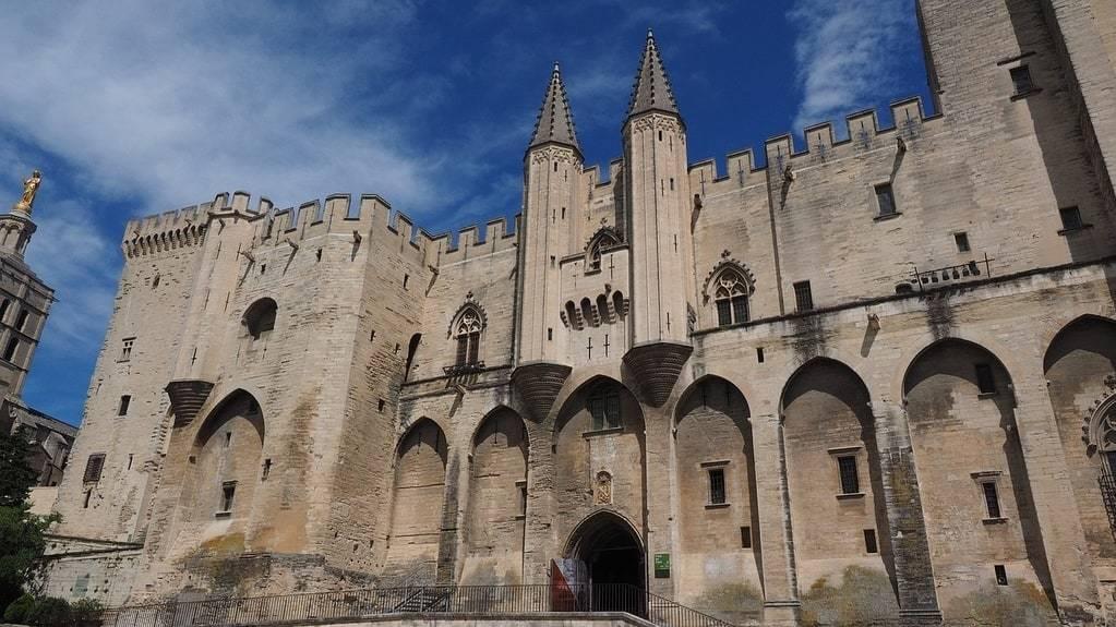 Réussir la location de votre gîte ou chambre d'hôte pour vos vacances à Avignon